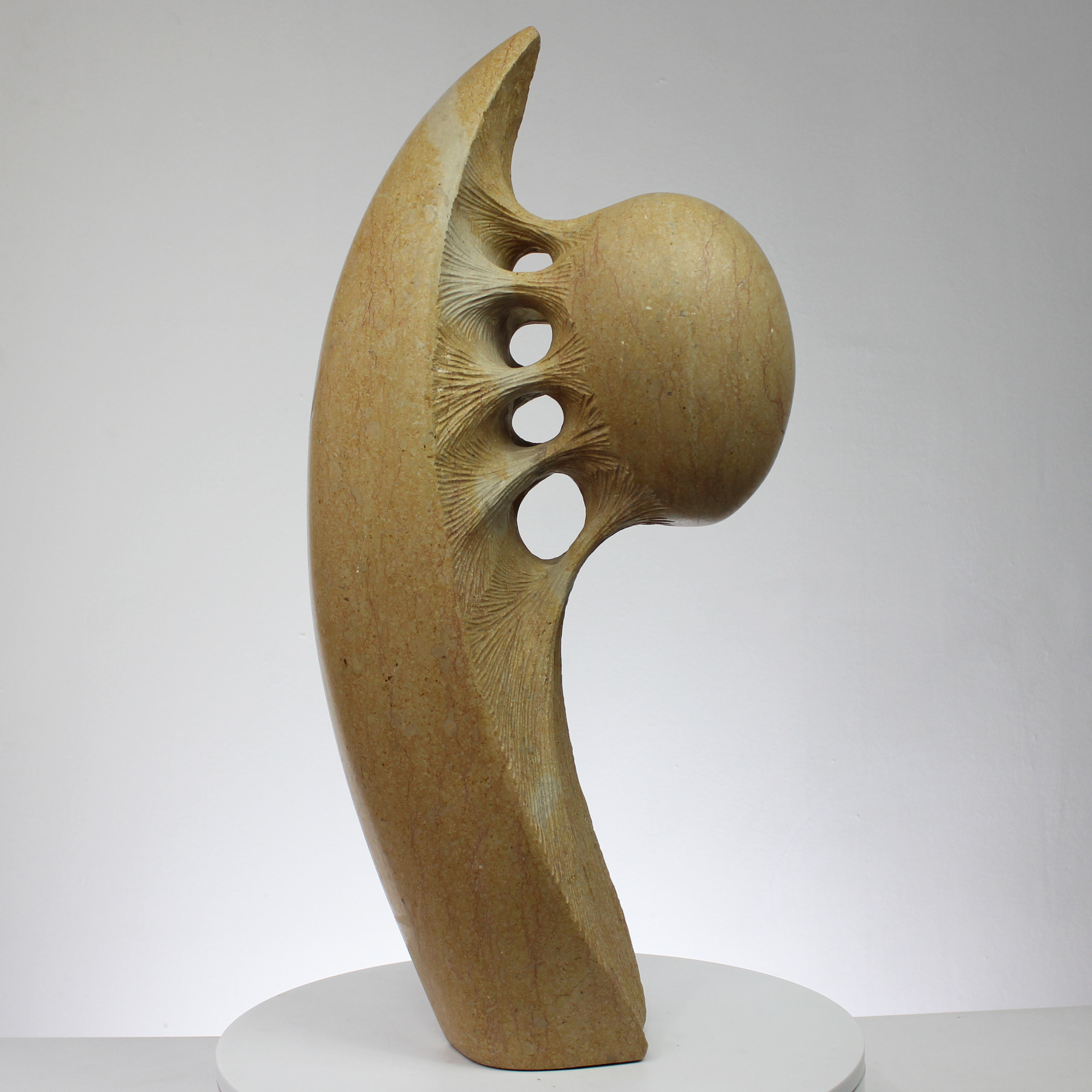 Gilbert Frizon - Sculpture pierre - Exposition Galerie Art Pluri
