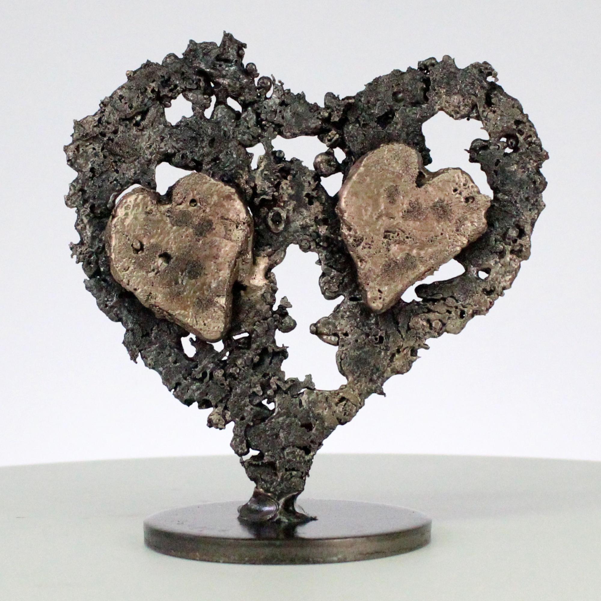 De coeurs sur coeur - Sculpture coeurs acier sur coeur métal bronze - Of hearts on heart - Sculpture steel hearts on bronze metal heart philippe Buil